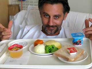 больной принимает пищу