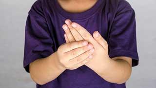 у ребенка болят руки